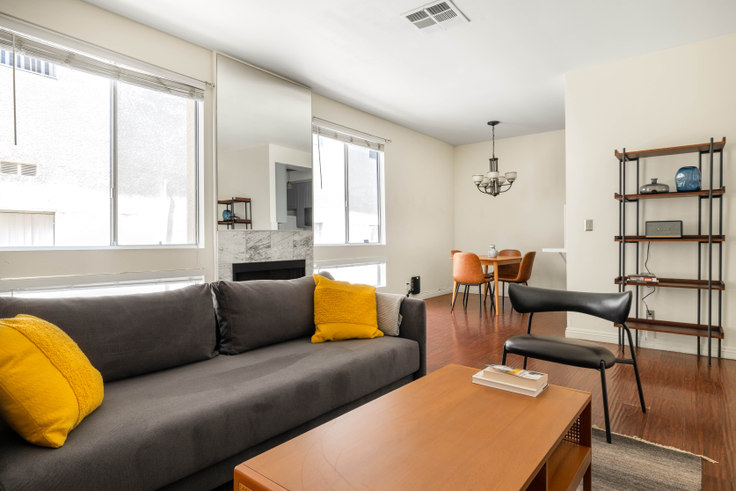 2 bedroom furnished apartment in 1224 S Corning St 447, Beverly Hills, Los Angeles, photo 1