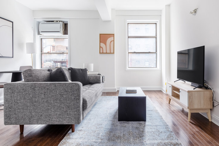 1 bedroom furnished apartment in 132 E 45th St 612, Midtown East, New York, photo 1