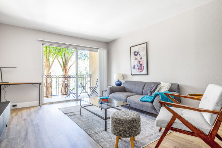 1 bedroom furnished apartment in The Plaza at Sherman Oaks, 4522 Woodman Ave 452, Sherman Oaks, Los Angeles, photo 1