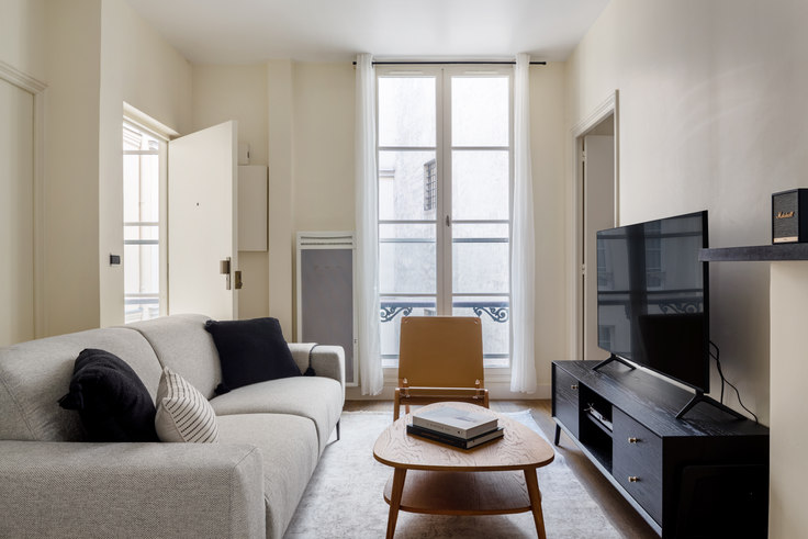 1 bedroom furnished apartment in Rue Tronchet 85, Madeleine, Paris, photo 1