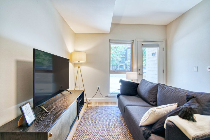1 bedroom furnished apartment in E14, 1113 E 14th Ave 22, Capitol Hill, Denver, photo 1