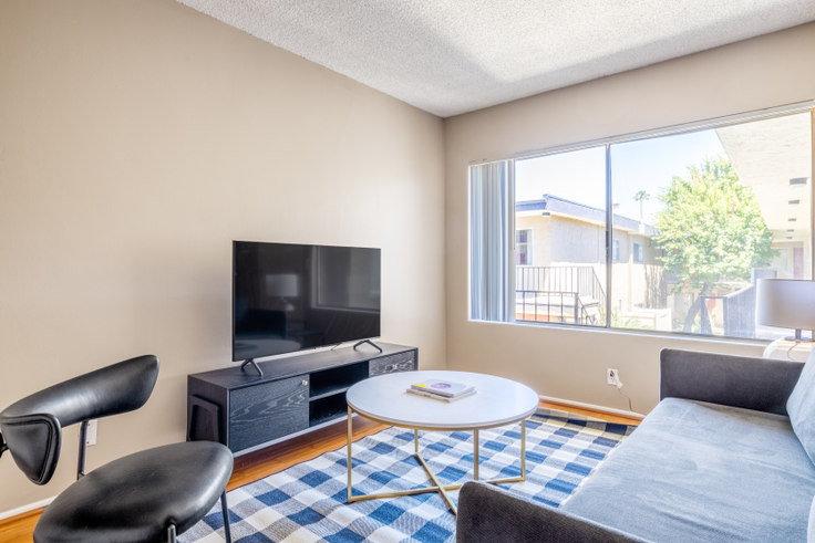 1 bedroom furnished apartment in Parkview Terrace Apartments, 14355 Huston St 487, Sherman Oaks, Los Angeles, photo 1