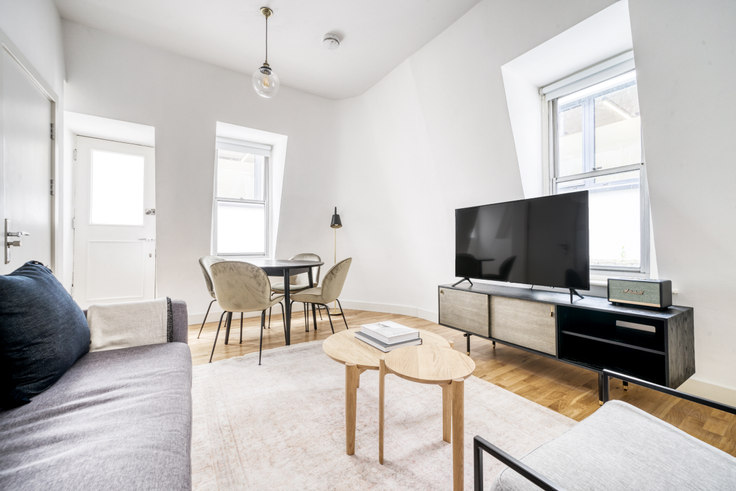 2 bedroom furnished apartment in Tottenham Court Rd 63, Fitzrovia, London, photo 1
