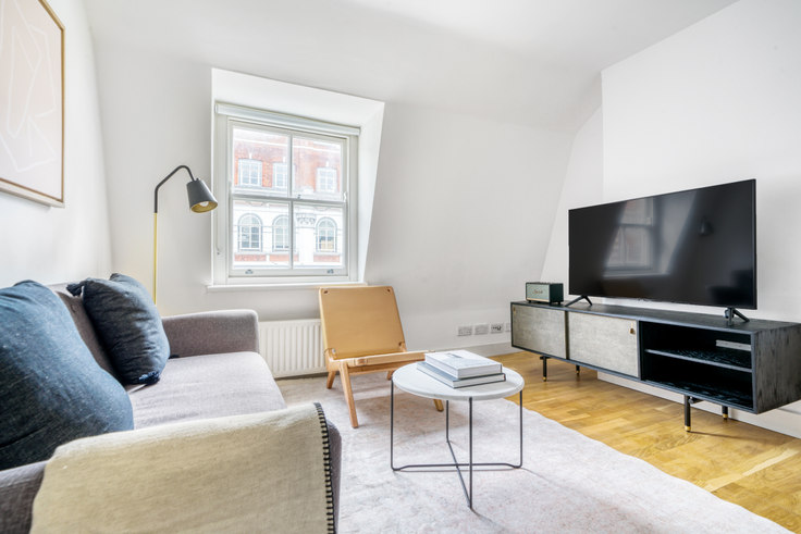 2 bedroom furnished apartment in Tottenham Court Rd 65, Fitzrovia, London, photo 1