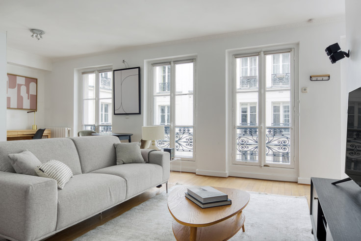 1 bedroom furnished apartment in Rue de Berri 86, Champs-Élysées, Paris, photo 1