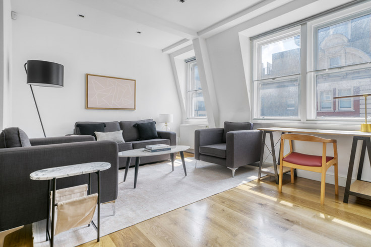 2 bedroom furnished apartment in Newman St 70, Fitzrovia, London, photo 1