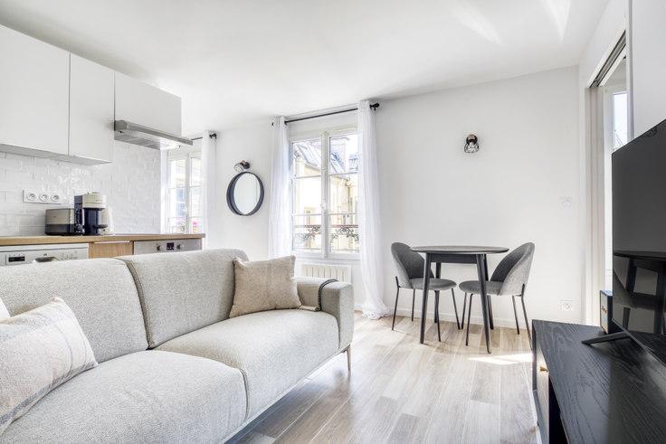 1 bedroom furnished apartment in Rue du Colisée 92, Champs-Élysées, Paris, photo 1