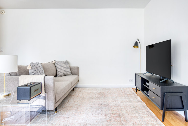 2 bedroom furnished apartment in Olympia House, 279 E 44th St 621, Murray Hill, New York, photo 1