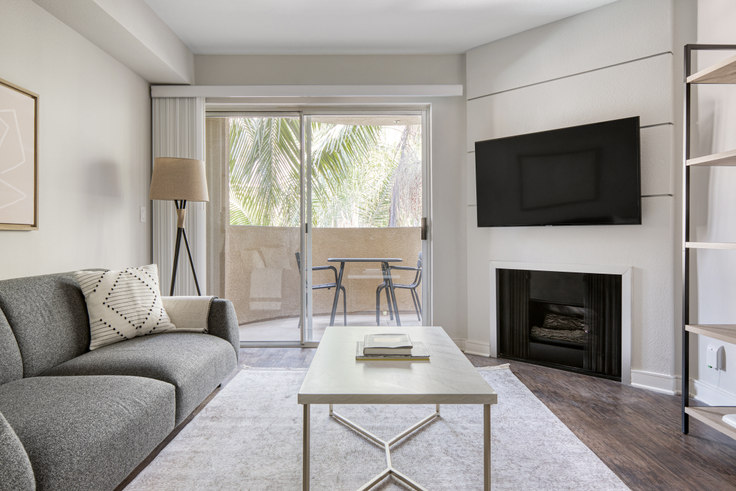 1 bedroom furnished apartment in Broadcast Center, 7660 Beverly Blvd 482, Fairfax, Los Angeles, photo 1
