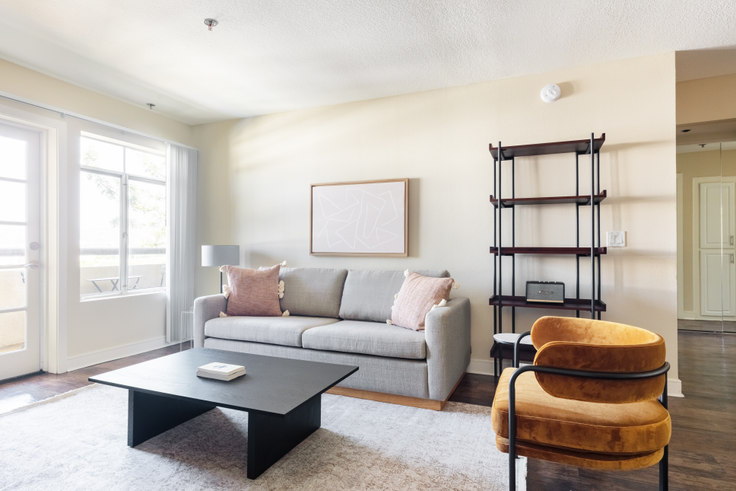 2 bedroom furnished apartment in Broadcast Center, 7660 Beverly Blvd 483, Fairfax, Los Angeles, photo 1