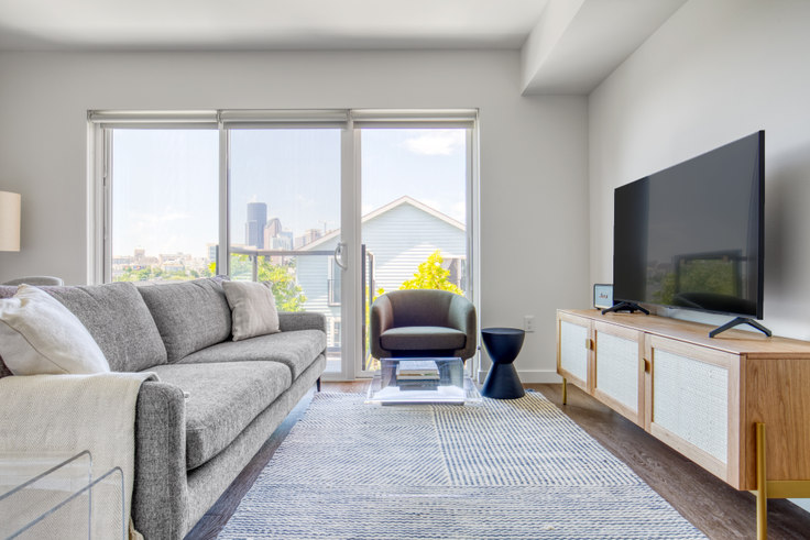 1 bedroom furnished apartment in The CC Apartments, 701 16th Ave 150, First Hill, Seattle, photo 1