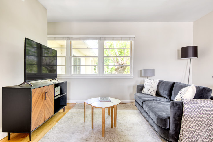 1 bedroom furnished apartment in Lincoln Place Apartments - 1067 Elkgrove Ave 494, Venice Beach, Los Angeles, photo 1