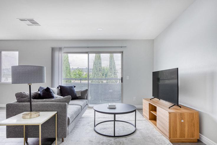 1 bedroom furnished apartment in 4524 Vista Del Monte 495, Sherman Oaks, Los Angeles, photo 1