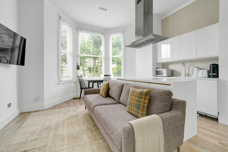 1 bedroom furnished apartment in St Quintin Ave 76, Ladbroke Grove, London, photo 1