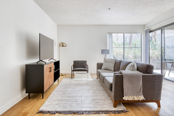 1 bedroom furnished apartment in Prado Apartments, 224 W Dryden St 503, Glendale, Los Angeles, photo 1