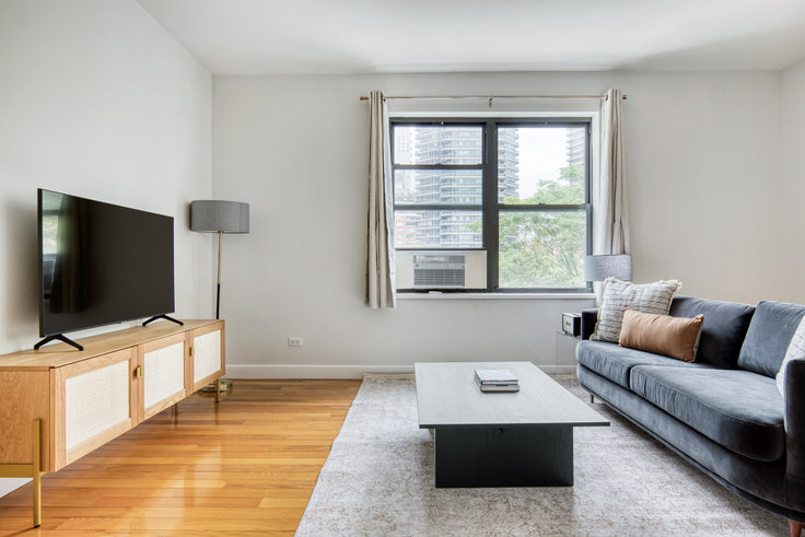 Studio furnished apartment in Stonehenge 61, 252 E 61st St 640, Upper East Side, New York, photo 1
