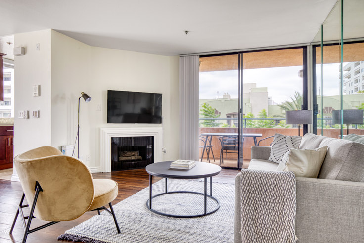 1 bedroom furnished apartment in La Vista Terrace, 7275 Franklin Ave 508, Hollywood, Los Angeles, photo 1