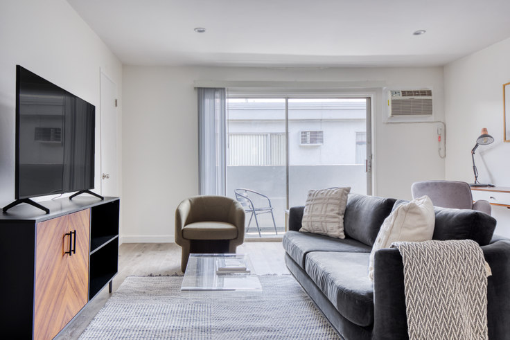 2 bedroom furnished apartment in Kling Trio Apartments,  11930 Kling S 514, Valley Village, Los Angeles, photo 1