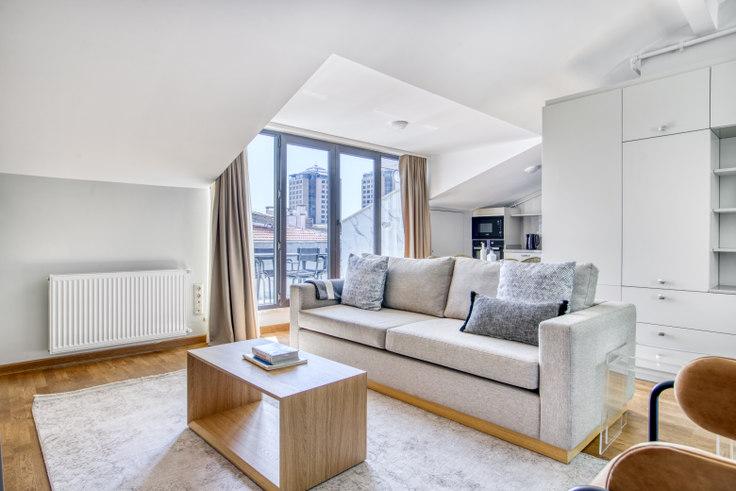 2 bedroom furnished apartment in Çağdaş Apt - 714 714, Beşiktaş, Istanbul, photo 1