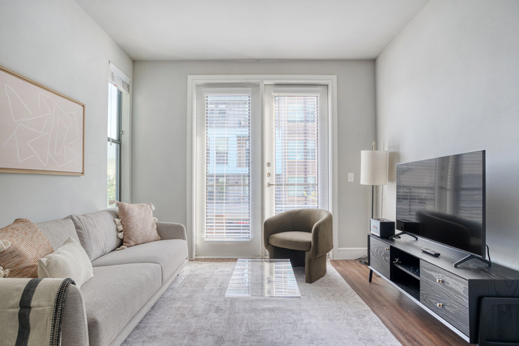 1 bedroom furnished apartment in The Arnold, 1621 E 6th St 5, East Austin, Austin, photo 1