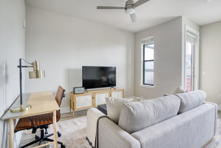 Studio furnished apartment in The Arnold, 1621 E 6th St 6, East Austin, Austin, photo 1