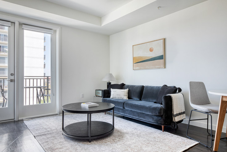 Studio furnished apartment in Volta on Pine, 636 Pacific Ave 525, Long Beach, Los Angeles, photo 1