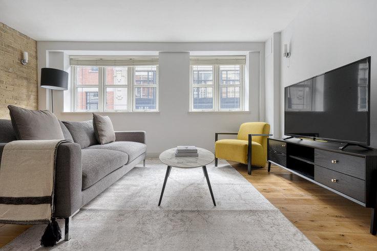 1 bedroom furnished apartment in Bateman St 87, Soho, London, photo 1