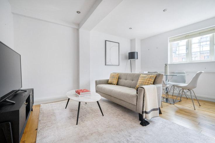 1 bedroom furnished apartment in Bateman St 89, Soho, London, photo 1