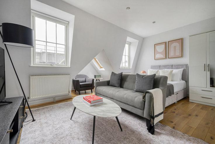 Studio furnished apartment in Bateman St 90, Soho, London, photo 1