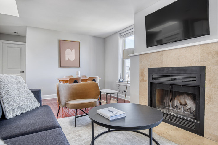 2 bedroom furnished apartment in 3264 N Clark St 459, Lakeview, Chicago, photo 1