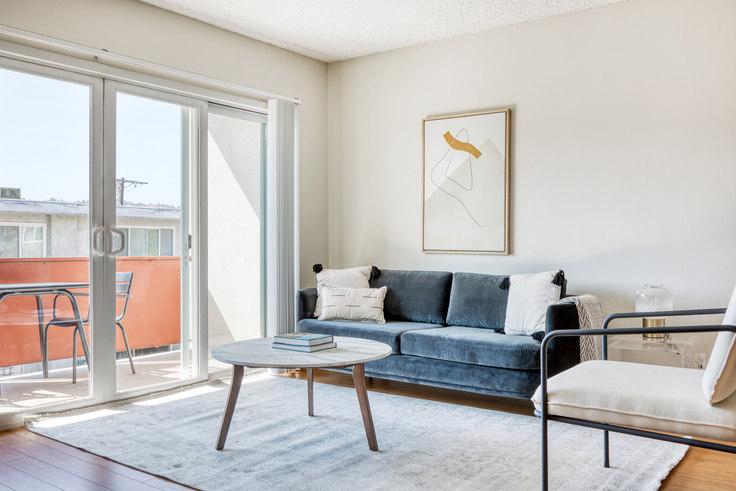 1 bedroom furnished apartment in Krystal Terrace Apartments, 4851 Hazeltine Ave 531, Sherman Oaks, Los Angeles, photo 1